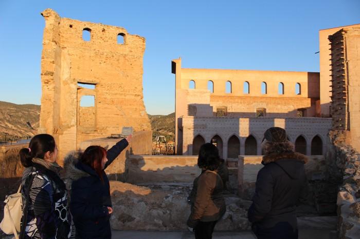 Visita al castillo de Cofrentes en una de las excursiones agroalimentarias